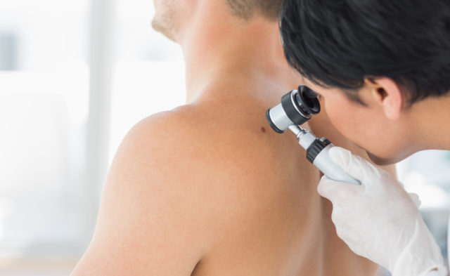 A phase 3 trial of patients with cutaneous melanoma found no difference in distant metastasis-free s