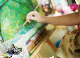 Creative arts therapy reduces anxiety, depression, and pain in patients with cancer