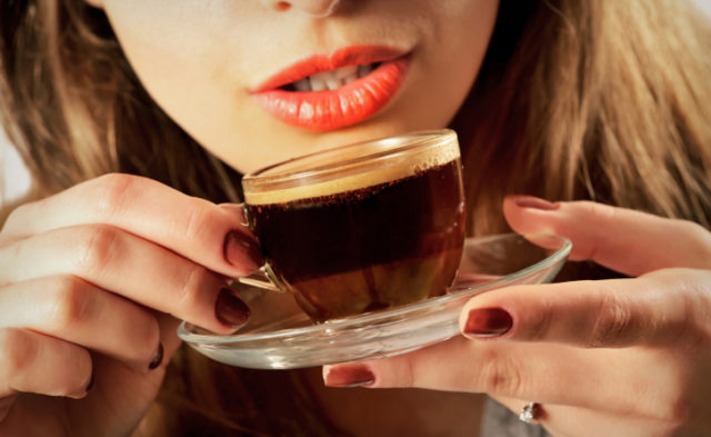 High versus low intake of coffee is associated with a reduced risk for endometrial cancer.