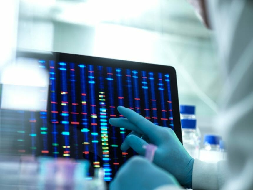A new review points to low rates of genetic testing in patients with ovarian cancer.